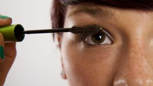 Can Semipermanent Mascara Be Applied at Home?
