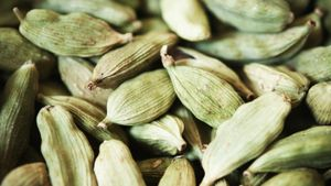 What Does Cardamom Taste Like?
