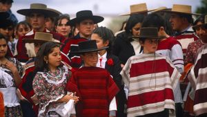 What clothing is traditional in Chile?