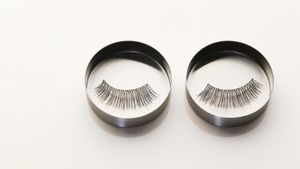 How do you clean false eyelashes?