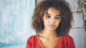 What Color Contact Lenses Are Better for a Teen With Dark Skin?