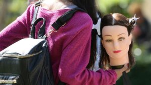 What Are Cosmetology Mannequin Heads?