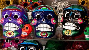 How Is the Day of the Dead Similar to Halloween?