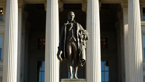 Why did Hamilton support the National Bank?