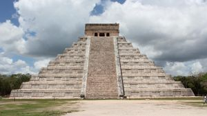 Why did the Mayans build the Temple of Inscriptions?