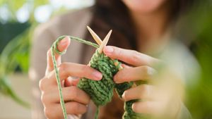 What Is the Difference Between Knit and Purl?