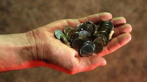 How dirty are coins?