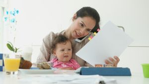 What are disadvantages of working parents?