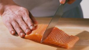 Does sushi-grade fish need to be frozen?