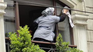 What Are the Duties of a Housekeeper?