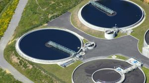 How does an effluent treatment plant work?