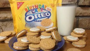 What is the filling in Oreo cookies made from?