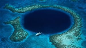 What Is the Great Blue Hole?