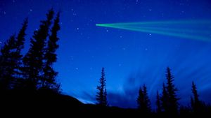 What Is the Difference Between a Comet and a Meteor?