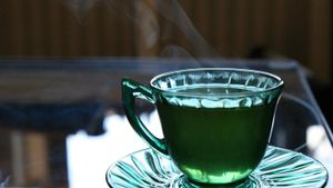What Are Green Depression Glass Plates?