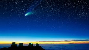 How fast does a comet travel?