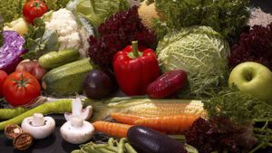 What Are Healthy Foods for a Diet for Cancer Patients?