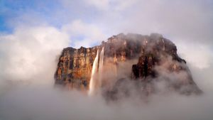 Where is the tallest waterfall in the world?