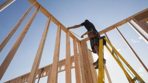What is a home construction cost calculator?