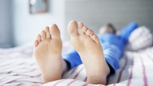 How can I fix smelly feet?