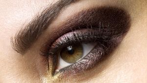 How can you create smoky eyes?