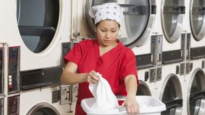 What Is the Job Description of a Laundry Attendant?