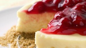 How long can cheesecake last in the refrigerator?