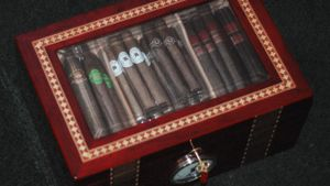 How long do cigars last without a humidor?