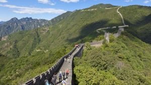 How long does it take to walk the Great Wall of China?