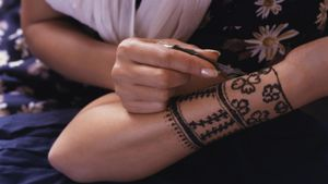 How Do You Make Henna Ink?