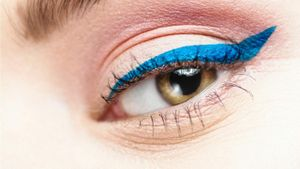 How do you make homemade liquid eyeliner?