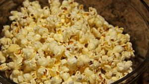 How Do You Make Salt and Vinegar Popcorn?