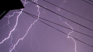 How Many Volts Are in a Lightning Bolt?