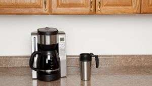 How many watts does a coffee machine use?