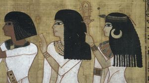 What Metal Did Egyptians Cover Fingernails and Toenails With?