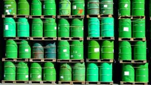 How much does a barrel of oil weigh?