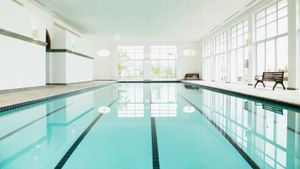 How much chlorine should swimming pools have?