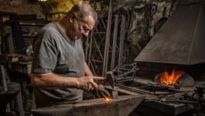 How much money does a blacksmith make?