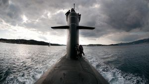 How do nuclear submarines work?