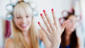 How Do You Perform a Professional Manicure in Minutes?