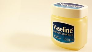 Is petroleum jelly flammable?
