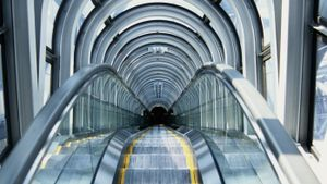 "What Does the Phrase ""glass Escalator"" Mean in Sociology?"