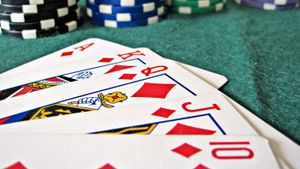 How Do You Play Omaha Poker?