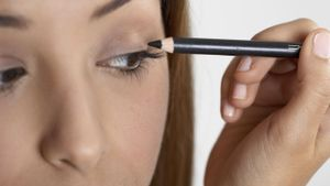 How do you prevent smearing eyeliner?