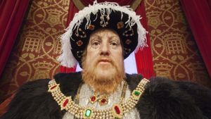 What Are the Pros and Cons of Absolute Monarchy?