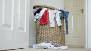 How do you remove odors from laundry?