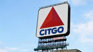 Why do runners look for a Citgo sign on the Boston course?
