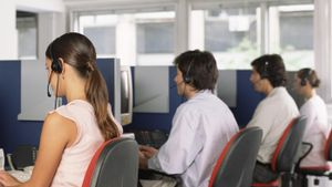 What's the Difference Between a Call Center and a Contact Center?
