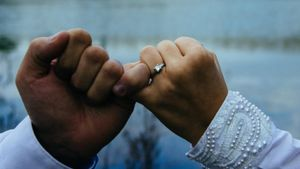Where Should One Wear a Promise Ring?