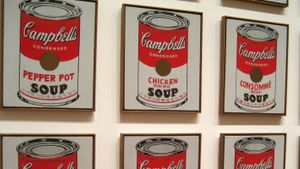 What six colors are on the classic Campbell's soup label?